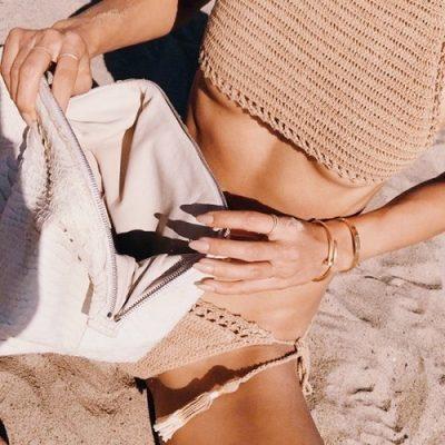 Básicos de playa: Protección para piel y pelo (Avene, Phyto, Tangle Teezer). Maquillaje para la playa Nars, Charlotte Tilbury, Maybelline.