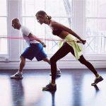 Las modelos de Victoria's Secret necesitan entrenamiento diario. Su entrenador Justin Gelband recomienda yoga, pilates, ballet y boxeo.