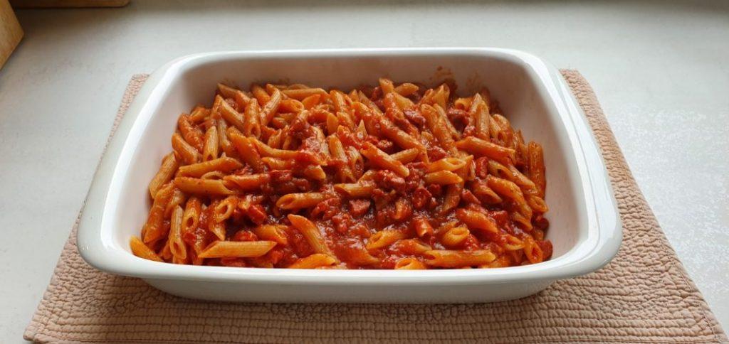 La receta definitiva de macarrones con chorizo que te hará subir al podio de la mejor madre del mundo. En los detalles está la diferencia.
