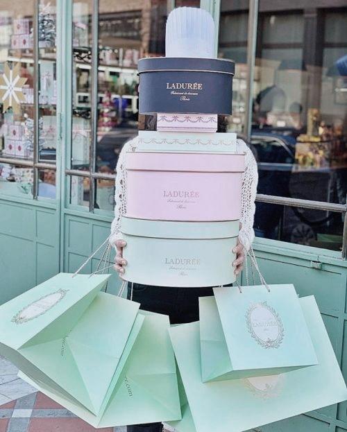 Una buena lista de regalos para mujer que hacen ilusión: Chalotte Tilbury, Dyson, GHD, Huda Beauty, &OtherStories, Galaxy Watch Samsung