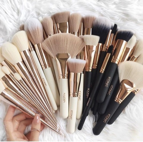 Los mejores kit de brochas de maquillaje (base, bronceador, sombras, iluminador, colorete). Kit de brochas de rostro, kit de brochas de ojos.