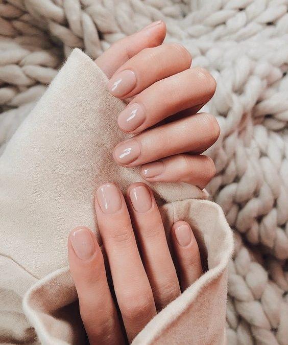 Manicura de uñas nude, ¿qué color te va?