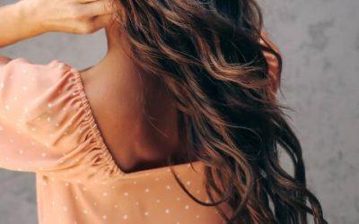 Peinado al aire con un turbante de microfibra para el pelo