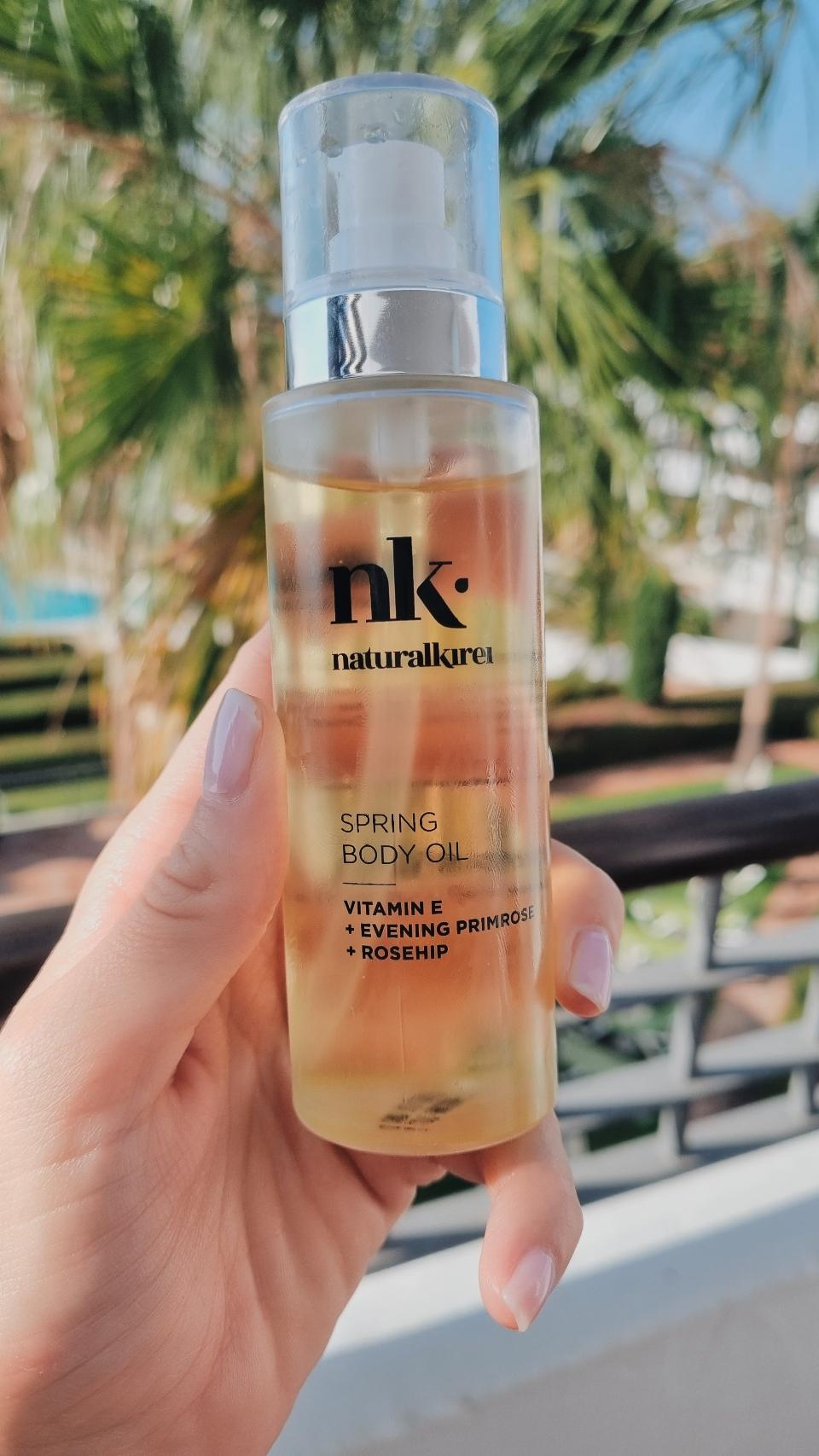 Naturalkirei Spring body oil. Aceite vitamina e. Propiedades antioxidantes. Cosmética natural hidratante y antiedad para la piel.